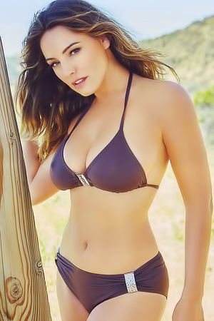 Hot Busty Kelly Brook picture gallery