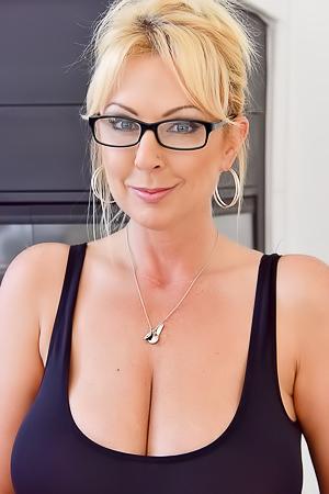 Blonde Milf Alysha Says Go Big Or Go Home