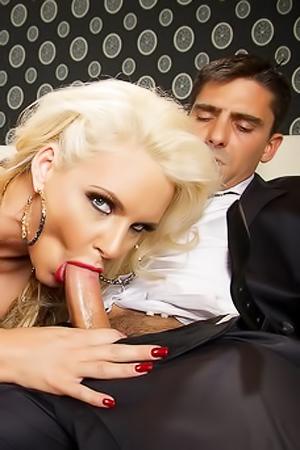 Phoenix Marie Horny Pornstar Gets Nailed Hard
