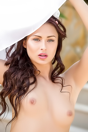 Ukrainian Beauty Noemi Moon Going Nude