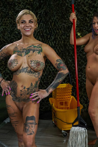 Squirt Training With Bonnie Rotten And Zoey Monroe