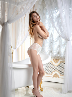 Perfect Nude Chick Mila Azul
