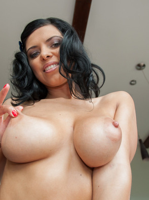 Kyra Queen Natural Breasts