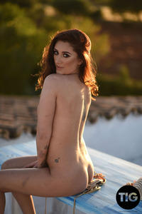 Bonnie Lee Posing Naked At Sunset