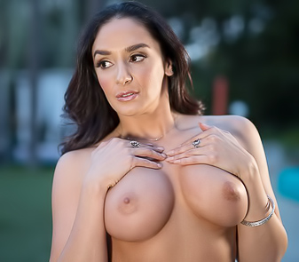 Sexy Brunette Sheena Ryder Fucks And Get Cum In Mouth