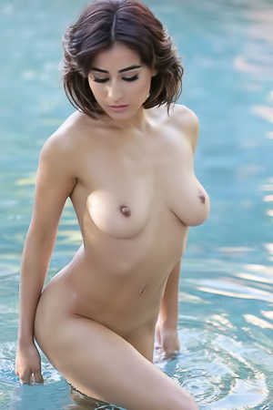 Mia Valentine does some sexy skinny dipping