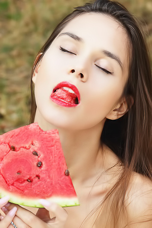 Leona Mia Gets Nude And Eats Watermelon