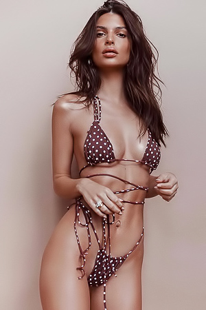 Emily Ratajkowski in bikini is a sight for sore eyes