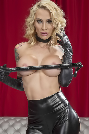 Sarah Jessie in Kinky Convention