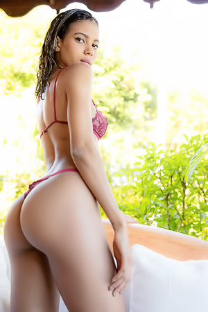 Gorgeous Ebony Abril: Exceptional
