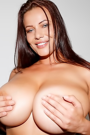 Glamour Babe Elle Faye Showing Huge Boobs