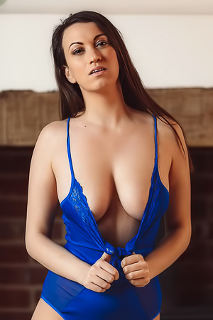 Michelle De Feo is going to show you what's beyond the blue today, and it's her perfect naked body. More Than Nylons knows that